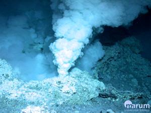 Weißer Raucher in Niua North, Hellow Vents (MARUM − Zentrum für Marine Umweltwissenschaften, Universität Bremen)